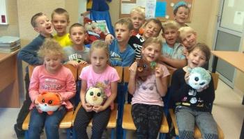 Gang Słodziaków w bibliotece szkolnej