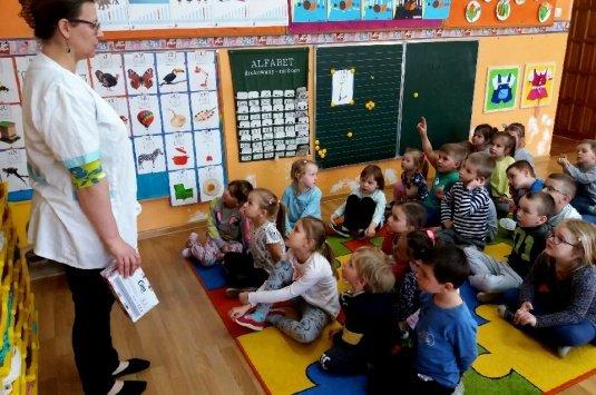 Pouczające zajęcia z Panią Doktor w puntach przedszkolnych