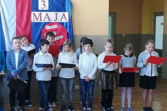 Święto Konstytucji 3 Maja w szkole i Święto Flagi w punktach przedszkolnych
