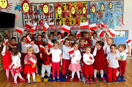 Przedszkolaki do Hymnu