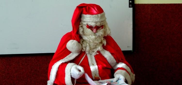Mikołaj w szkole i w puntach przedszkolnych